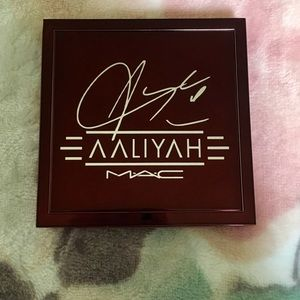 MAC Eyeshadow X 9 / Aaliyah